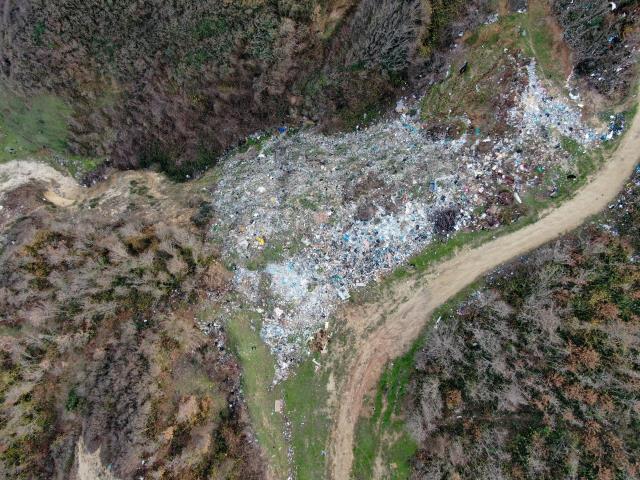 İstanbul'un bilinmeyen çöp dağları! Hayvanların otladığı yerdeki tahribat yürekleri sızlattı