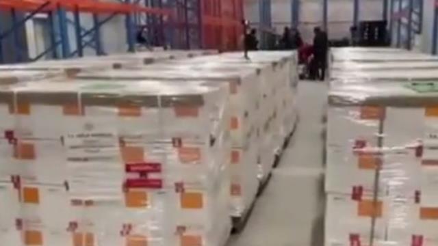 Türkiye'nin Çin'den sipariş ettiği CoronaVac aşılarının tırlara yüklenme anı ilk kez görüntülendi