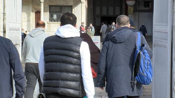 Ayasofya'da yılın ilk cumasında turist yoğunluğu