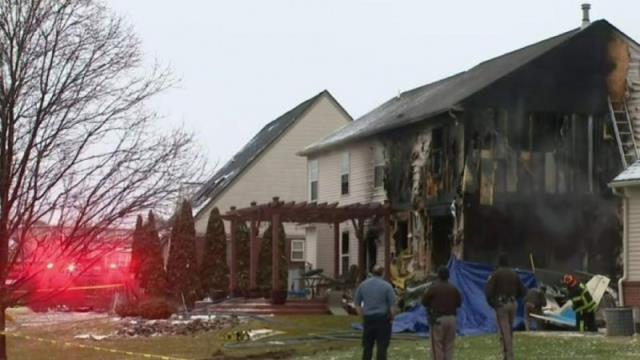 ABD'de iniş sırasında kontrolden çıkan uçak bir evin oturmasına girdi: En az 3 ölü 5 yaralı