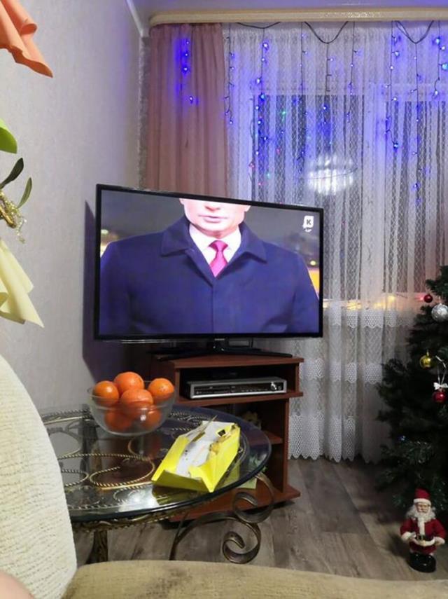 Sosyal medyada gündem oldu! Haber kanalı, yayın esnasında Putin'in kafasını kesik verdi