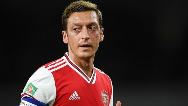 Kolasinac claimed that Mesut Özil, who agreed with F. Garden, could return to Schalke.