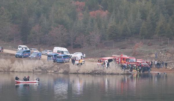 Gölete uçan araçtaki kayıp 2 arkadaştan 1'inin cesedine ulaşıldı