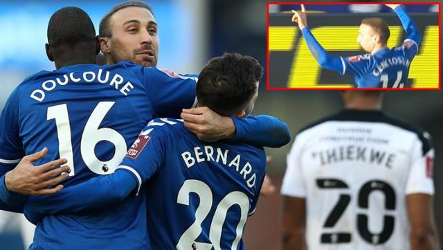 Cenk Tosun clarified the wolf sign he made after the golden: I did it for thanks