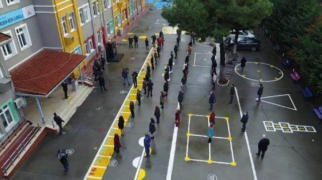 Bakan Selçuk: On binlerce okulumuzda bugün İstiklal Marşı okundu
