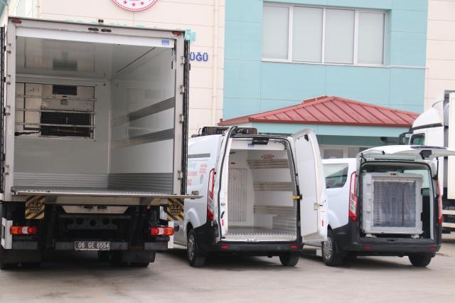 Çin'den Türkiye'ye getirilen koronavirüs aşıları, özel soğutma sistemine sahip araçlarla illere dağıtılacak