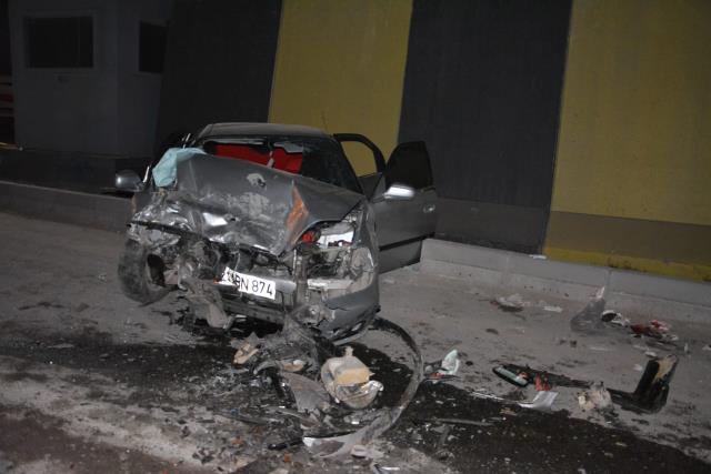 Diyarbakır'da feci kaza! İki araç kafa kafaya çarpıştı: 1 ölü, 5 yaralı
