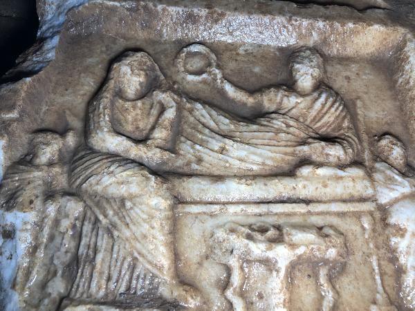 İnşaat bahçesinde Erken Roma Dönemi'ne ait 2 bin yıllık mezar steli bulundu