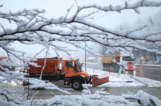İstanbul'un yanıbaşındaki kentimizde beklenen kar yağışı başladı