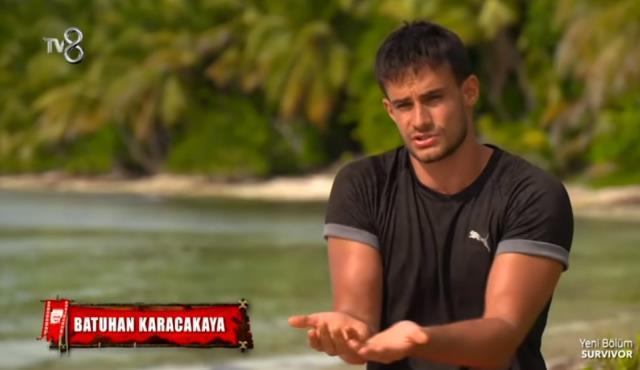 Eski Survivor yarışmacısı Mert Öcal, Survivor Panorama'da yorumculuk yapmaya başladı