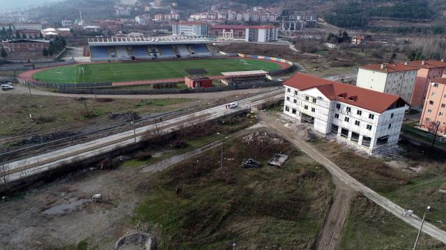 Mesut Özil, memleketi Devrek'te spor kompleksi yaptırıyor