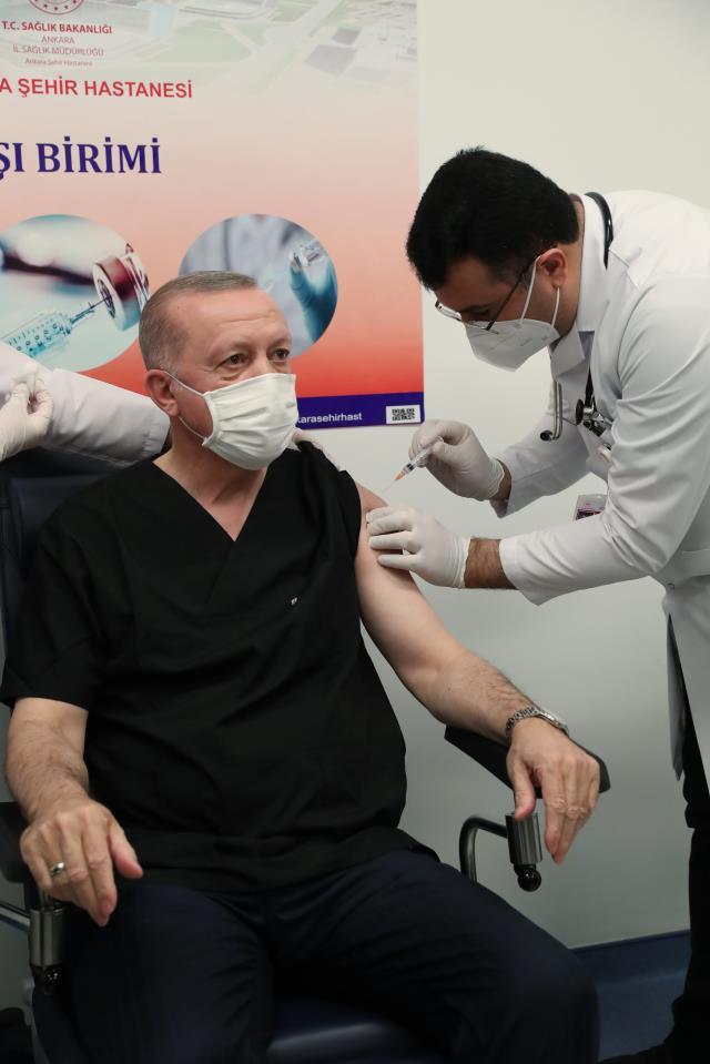 Son Dakika: Cumhurbaşkanı Erdoğan koronavirüs aşısı oldu