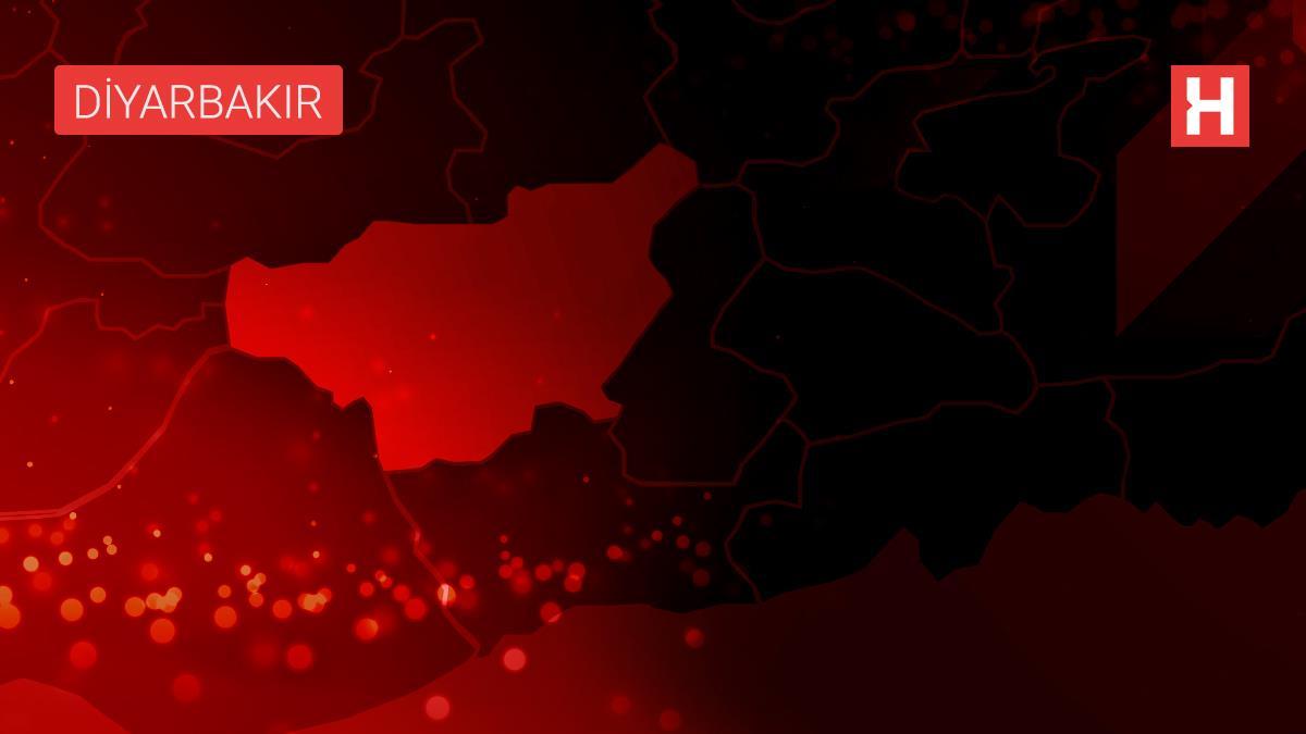 Diyarbakır'da virajı alamayan otomobil takla attı: 1 ölü, 5 yaralı (1)