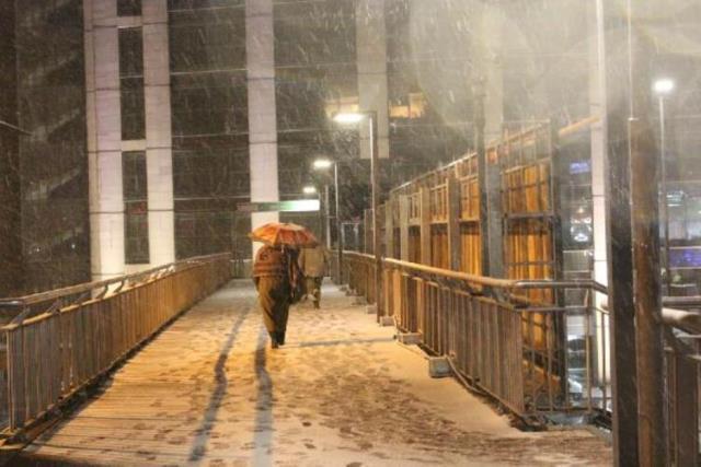 İstanbul güne kar yağışıyla başladı! İşte görüntüler