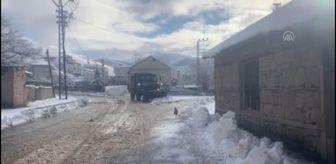 Şırnak: Mehmetçik kar temizleme çalışmalarına destek verdi