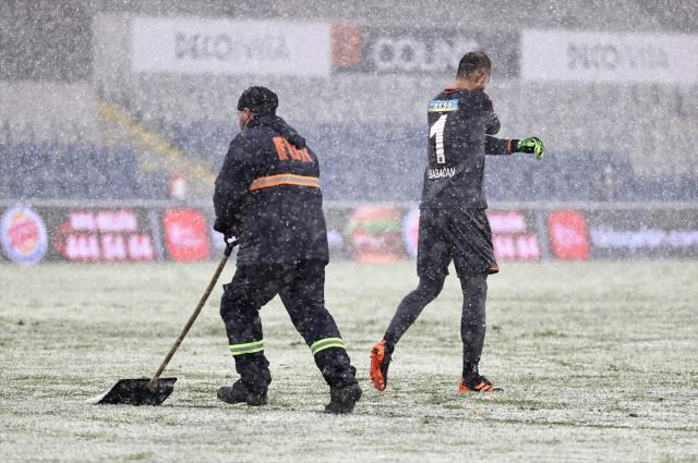 Başakşehir, yoğun kar altında oynanan mücadelede Sivasspor'la evinde 1-1 berabere kaldı