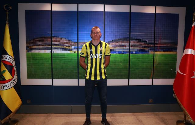 Fenerbahçe, Attila Szalai transferini resmen duyurdu! 4,5 yıllık sözleşme imzalandı