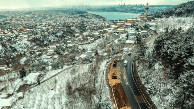 İstanbul'da kar yağışı gece boyunca devam etti! Kentin bazı yerlerinde kartpostallık görüntüler ortaya çıktı