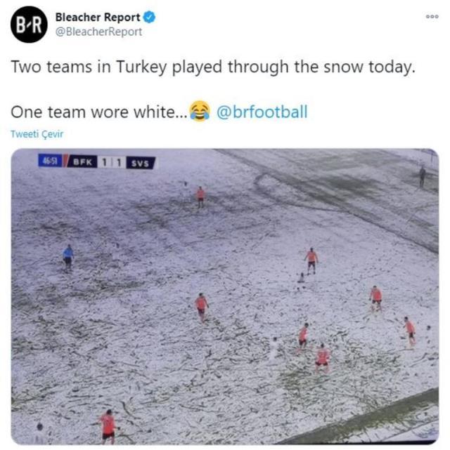 Sivasspor'un karda oynanan Başakşehir maçında sahaya beyaz formayla çıkması dünya gündeminde
