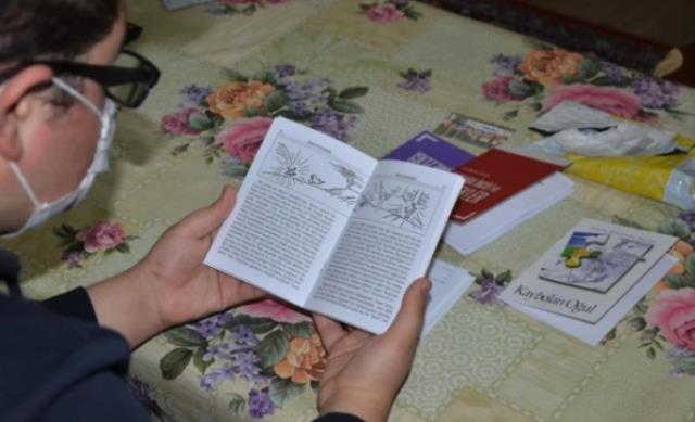 18 yaşındaki Müslüman gence kargoyla İncil gönderildi, aile şaşkına döndü: Sen mi sipariş verdin?