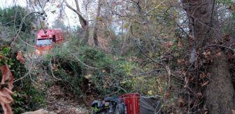 Antalya: Muz yüklü kamyonet 20 metrelik uçurumdan yuvarlandı: 3 yaralı