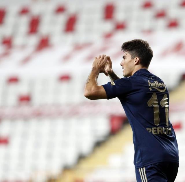 Fener'de Mesut Özil sevinci yaşanırken yıldız futbolcu sessiz sedasız Türkiye'den ayrıldı