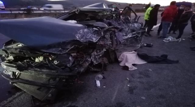 Son Dakika: Mersin'de kamyon ve otomobil çarpıştı: 5 ölü, 2 yaralı