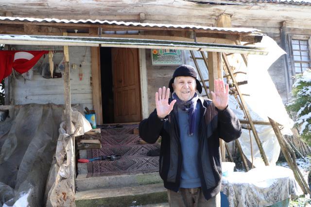 Hiç doktora gitmeyen 90 yaşındaki Yunus dedenin sırrı 30 yıldır içtiği kar suyu