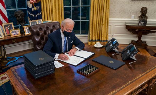 ABD Başkanı Joe Biden, Trump'ın Oval Ofis'teki 'diyet kola' butonunu da kaldırttı