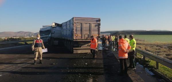 İki TIR çarpıştı, sürücüler yaralandı