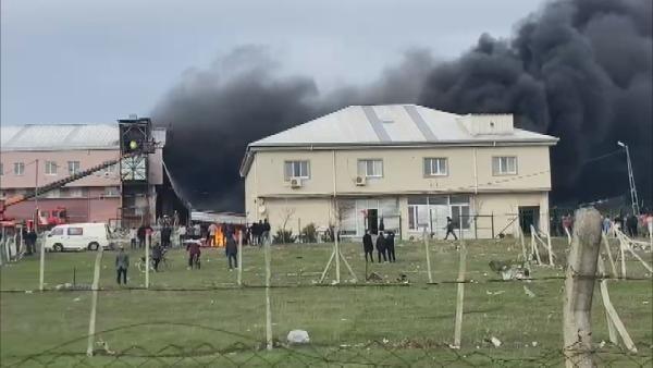 Arnavutköy'de tekstil atölyesinde yangın (1)