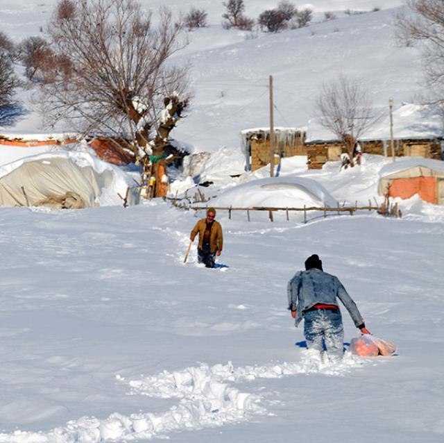 1 metre karın 1 haftada geçit verdiği yolda, duygulandıran buluşma