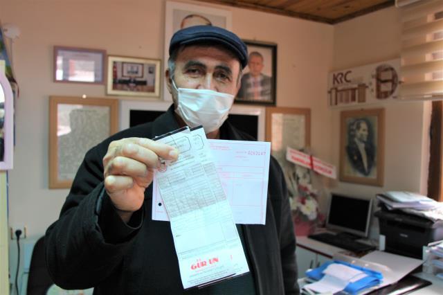 Amasya'da yüzde 50'lik içme suyu indirimine sevinen muhtarlar pankart astı