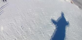 Kayak: Son dakika haberleri   Ergan Dağı'na gelen turistler kayak ve yamaç paraşütünün keyfini çıkarıyor