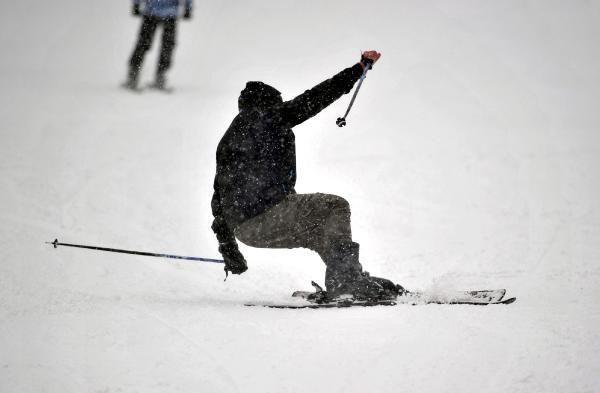 Uludağ'da, sis ve kar yağışına rağmen pistler doldu