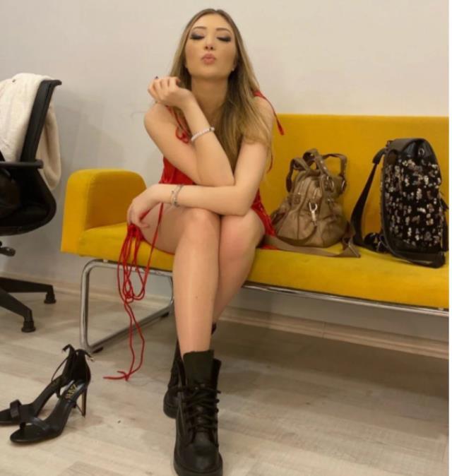 Yasmin Erbil kırmızı elbiseli pozuyla nefesleri kesti