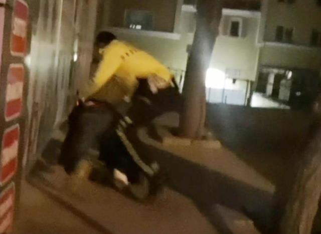 Film sahnelerini aratmayan kovalamaca! Elinde tüfekle polisten böyle kaçtı