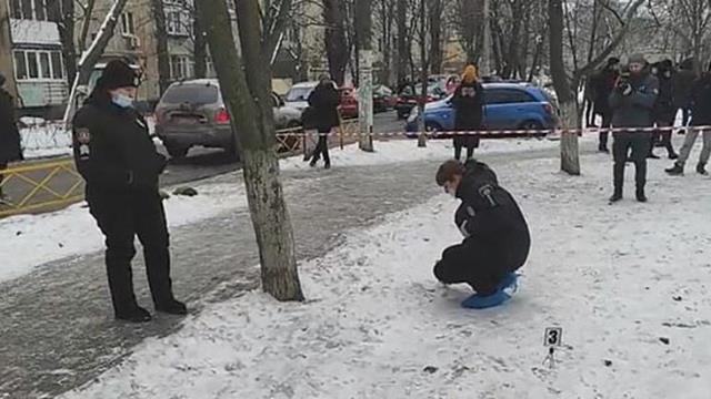 Kendini tanrı zanneden adam babasının kestiği kafasıyla sokakta dolaştı