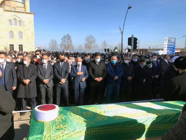 Koronadan hayatını kaybeden Karadeniz'in kanaat önderlerinden Nuri Genç'in cenazesine binlerce kişi katıldı