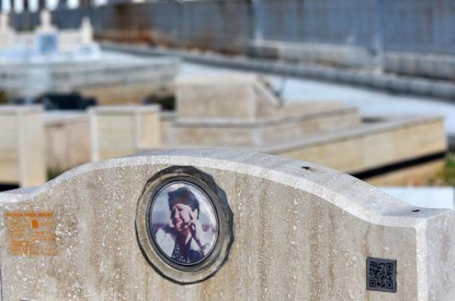 Mezar taşlarında yeni döneme geçiliyor! Dua, resim ve yazı yerine karekod sistemi geldi