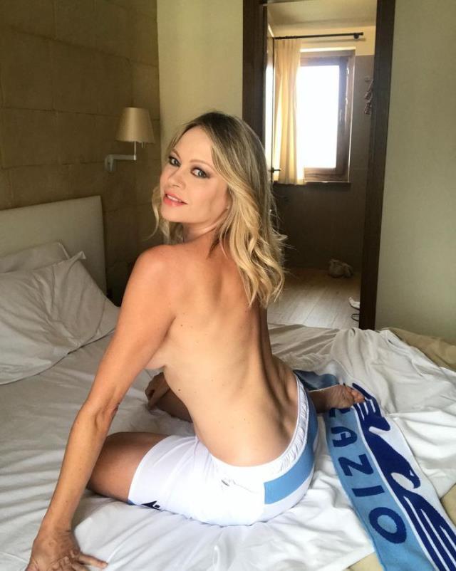 Güzel model Anna Falchi, Lazio şampiyon olursa tamamen soyunacak