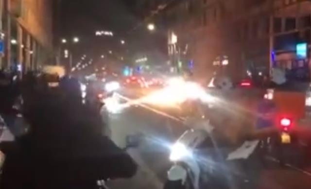 Hollanda'da göstericilerin bir köprüyü havaya uçurduğu iddia edildi