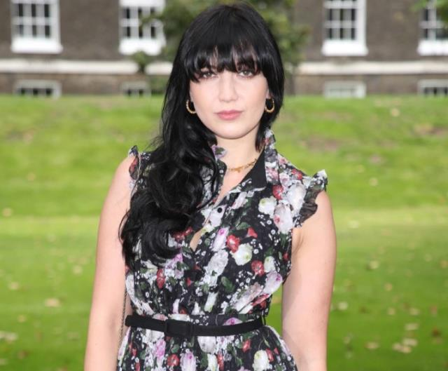 İngiliz şarkıcı Daisy Lowe'dan taciz itirafı: Fotoğrafçım beni yatak odasına götürüp cinsel organını gösterdi