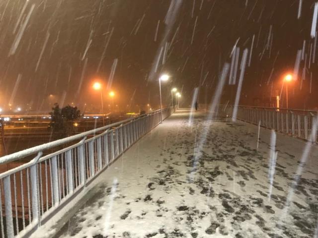 İstanbul'da hasretle beklenen kar yağışı etkisini göstermeye başladı