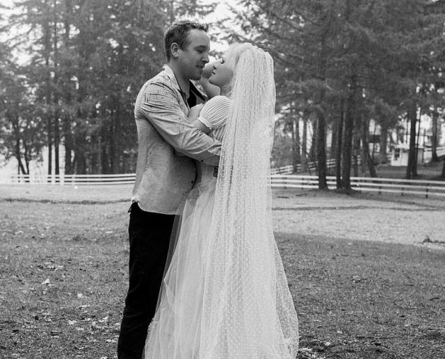 Pamela Anderson, beşinci evliliğini inşaat ustası sevgilisi ile yaptı
