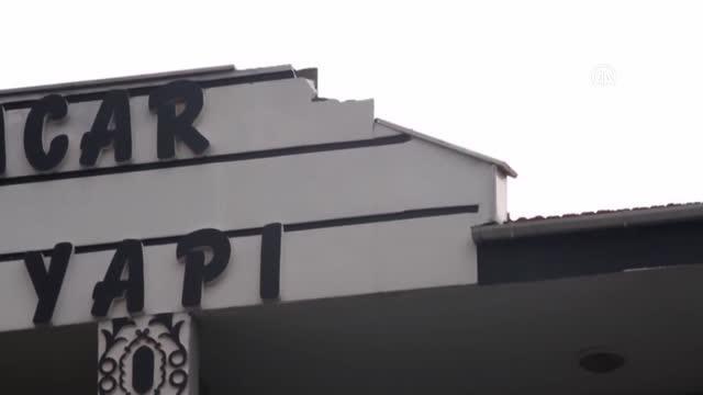 BALIKESİR - Ayvalık'ta bir evin çatısına yıldırım isabet etti