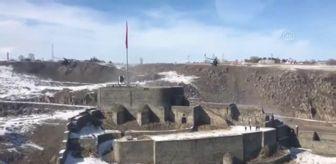 Atak: Son dakika haber | MSB, Kars Kalesi'ndeki Türk bayrağını selamlayan ATAK helikopterlerinin görüntüsünü paylaştı