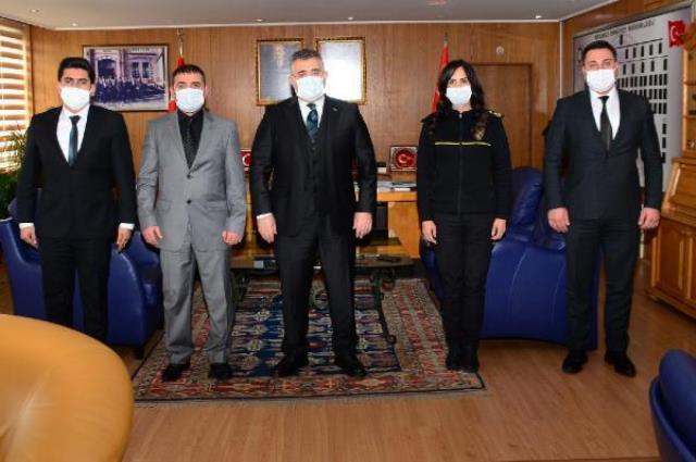 900 bin liralık rüşveti geri çeviren polisler ödüllendirildi