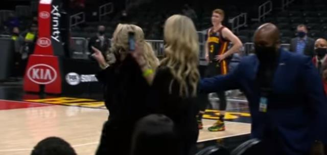 LeBron James'in maç esnasında bir kadın taraftara küfür ettiği öne sürüldü