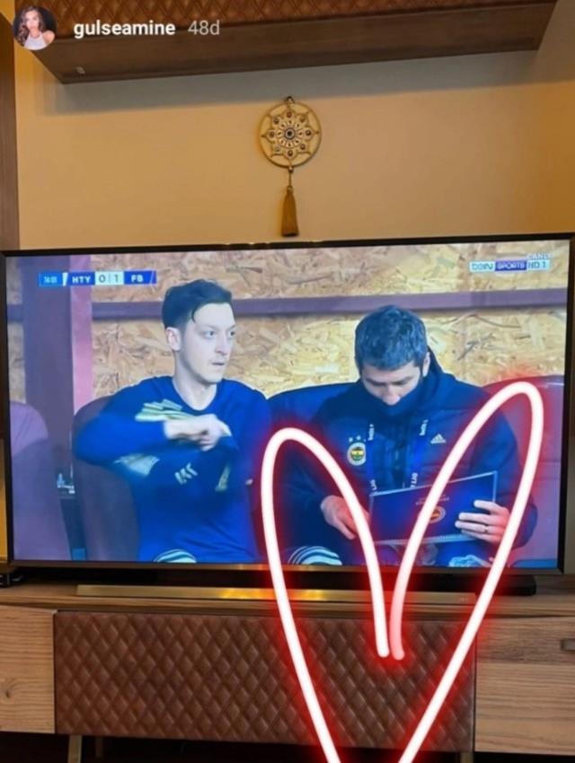 Minik Eda, babasının ilk maçını izledi! Amine Gülşe sosyal medyadan o anları paylaştı